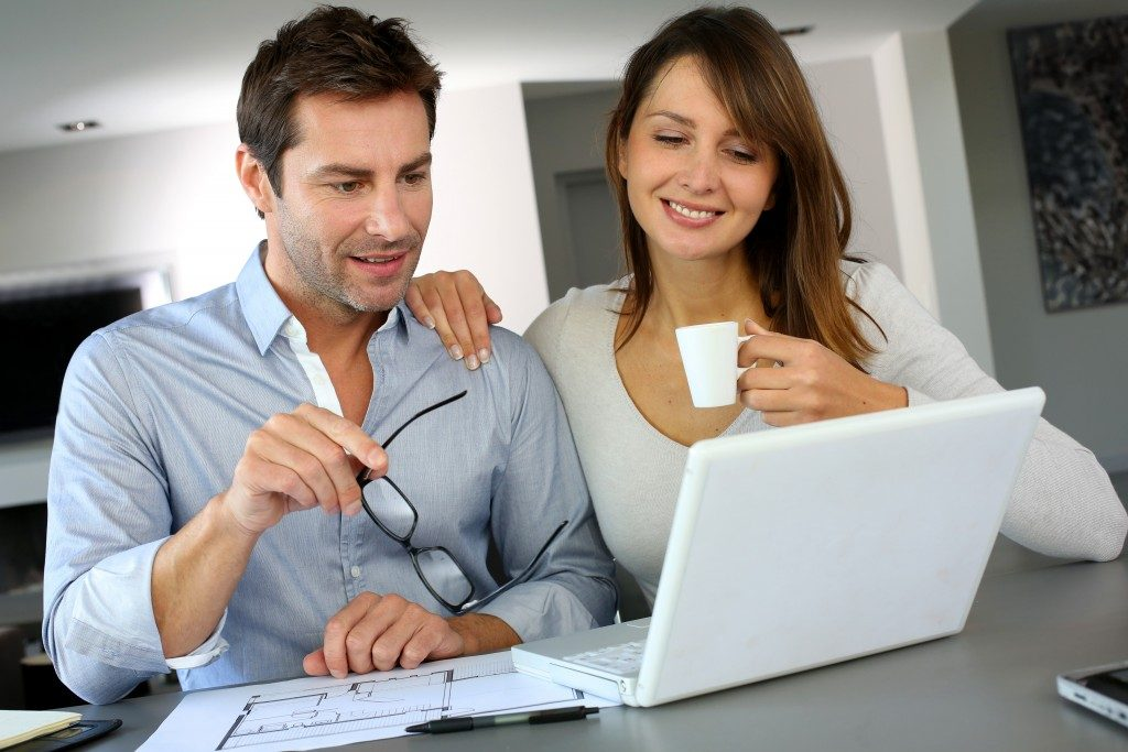 Woman consulting interior designer for the renovation
