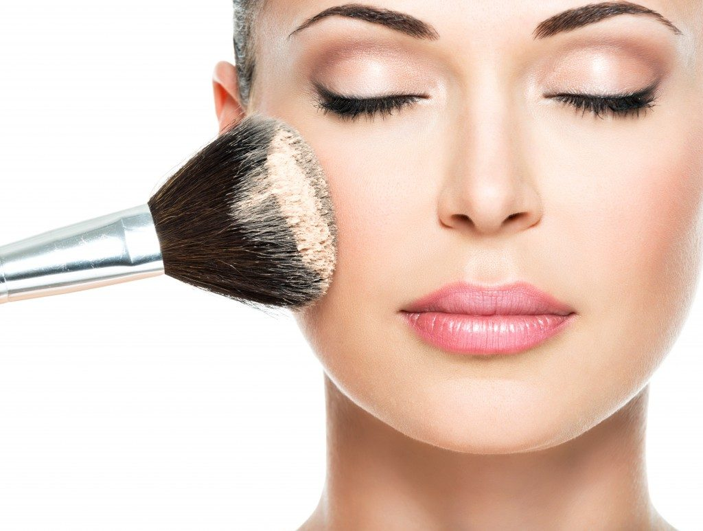 Woman applying a translucent powder